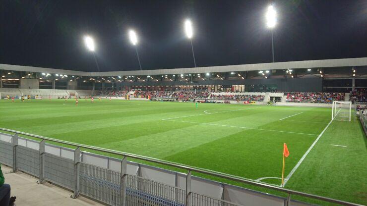 Grüner Rasen im Fussballstadion der Tissot Arena