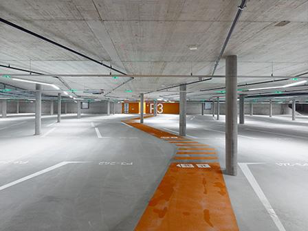 Zu sehen sind die Parkplätze im Parking Esplanade.